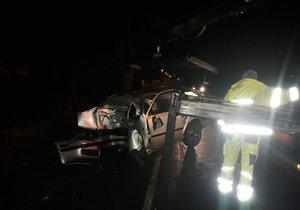 Tragédie v Uhříněvsi: Sedmadvacetiletý mladík spáchal sebevraždu v autě nárazem do stromu.