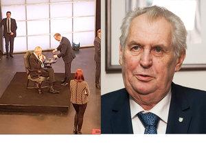 Na Facebooku se objevila fotografie, jak si Miloš Zeman zapálil na Barrandově přímo ve studiu