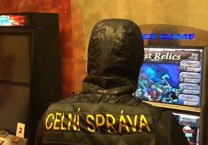 Celníci zasahovali v Michelské ulici: V bistru už podruhé za rok našli nelegální herní automaty