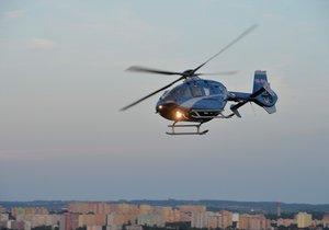 Holčička se v Děčíně propadla do kanálu: Letěl pro ni vrtulník