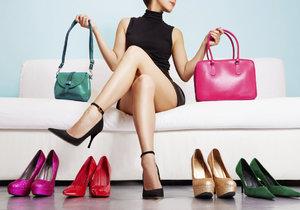 Boty a kabelky nesoucí označení genuine leather moc dlouho nevydrží.