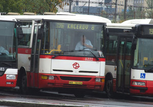 Úřad pro ochranu hospodářské soutěže zahájil správní řízení s Dopravním podnikem hlavního města Prahy kvůli zakázce na dodávku 300 autobusů.