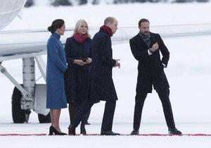 Princ William a vévodkyně Kate dorazili do Norska.