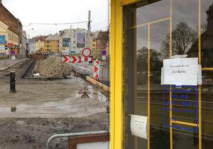 Situace měsíc po zahájení rekonstrukce v Zenklově ulici je pro mnoho obchodníků likvidační.