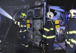 V Praze 5 v noci hořely velkoobjemové kontejnery.