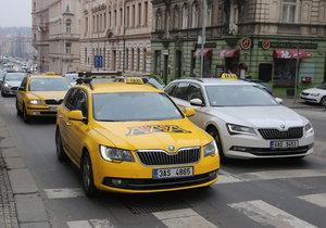Taxikáři kroužili centrem Prahy dvě hodiny.