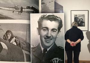 V Galerii Lucerna je na měsíc k vidění výstava fotografií válečného fotografa Ladislava Sitenského. Fotil československé letce u RAF.