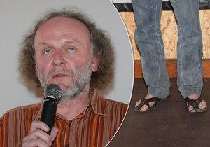 Jaroslav Dušek chodí v mrazu v sandálech.