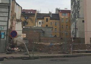 Evakuace v ulici Na Žertvách: Na místě zasahovali pyrotechnici u podezřelého předmětu