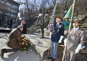 """Na Újezdu je """"Alej obětí totality"""". Během piety účastníci varovali před návratem komunismu"""
