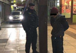 Pražští policisté zadrželi zloděje, který chtěl vykrást banku na Hájích.
