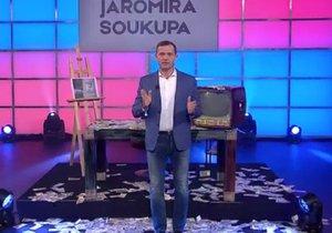 Realitní magnát Jaromír Soukup volá po zrušení koncesionářských poplatků. Ve studiu nechal dramaticky rozházet peníze
