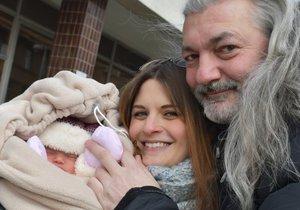 Dan Hůlka se svou manželkou Barborou a dcerkou Rozárkou.