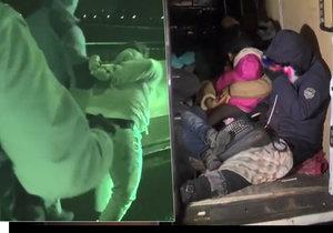 Policie zadržela tři převaděče, kteří do Německa vezli 22 uprchlíků.