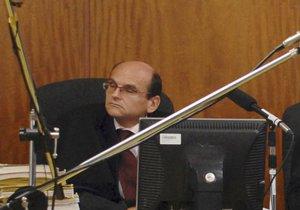 Policie zadržela soudce vrchního soudu Elischera.