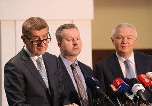 Hnutí ANO bude vyjednávat o vládě exkluzivně s ČSSD. Řeč přišla i na vládní křesla.