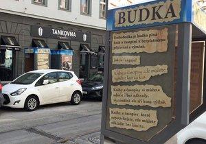 V Praze se rozšiřuje počet knihobudek, mezi nejnovější patří bývalá telefonní budka na Sokolovské v Karlíně.