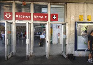 """Výluka na """"céčku"""": Metro mezi Kačerovem a stanicí Pražského povstání o Velikonocích nejezdí"""