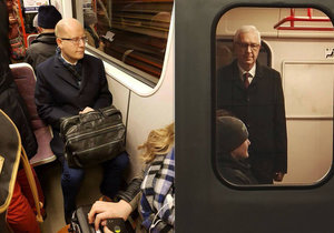 Politici v metru: Bohuslav Sobotka (ČSSD) usedl, Jiří Drahoš postál.