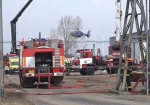 V areálu chemičky v Kralupech bouchl plyn, zemřelo šest lidí.