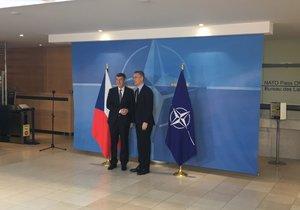 Český premiér v demisi Andrej Babiš v sídle NATO v Bruselu. Na schůzce ho přijal generální tajemník aliance Jen Stoltenberg