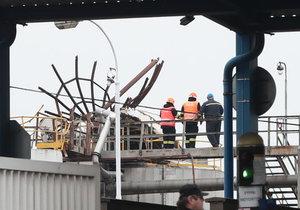 Výbuch v chemičce v Kralupech nad Vltavou: Zemřelo šest lidí.