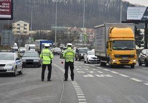 Během Velikonoc probíhají bezpečnostní dopravní akce. Jedna z nich například v Praze na Jižní spojce.