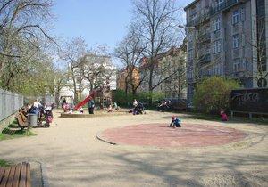 Pískoviště v pražských parcích hlásí připraveno: Sezona báboviček může začít