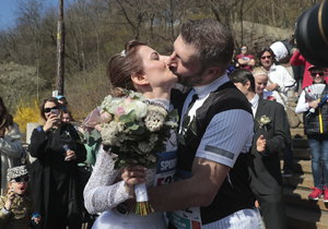 Takto vypadala svatba uprostřed půlmaratonu.