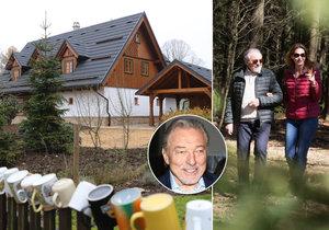 Karel Gott trávil víkend ve své roubence v Doubici.