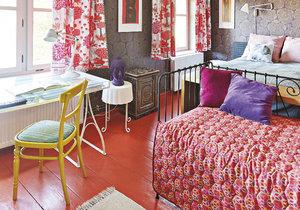 Měšťanský dům hraje barvami a nápady. Majitelka ho zařídila bez zbytečných výdajů