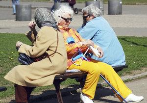 Na penzi se státním příspěvkem spoří o 4000 lidí méně než loni, uvedla Asociace.