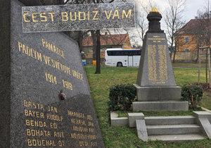 Ve staré zástavbě Hloubětína v Praze 14 stojí pomník, který upomíná na oběti 1. světové války.