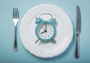 Přerušovaný půst jako hit! Hladovte 14 až 16 hodin v kuse