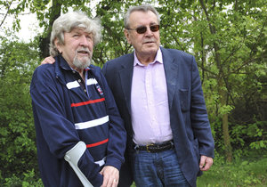 Režisér Miloš Forman s kameramanem Miroslavem Ondříčkem