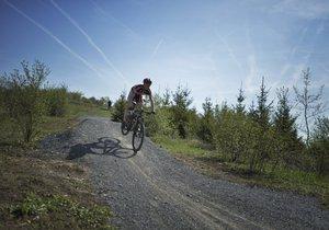 Adrenalin na kole: Praha má své první singletraily, cyklonadšenci je v Letňanech vyzkoušeli