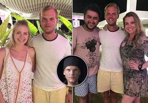 Poslední fotky slavného hudebníka: Pohublý a unavený Avicii se smutně usmívá po boku fanoušků.
