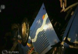 Autobus s turisty se zřítil z mostu. Zemřelo přes 30 lidí