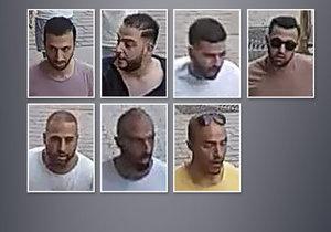 Sedm cizinců zbilo číšníka v centru Prahy. Neútočili poprvé.