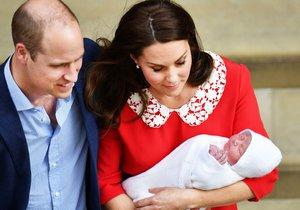 Vévodkyně Kate a princ William poprvé ukázali jejich třetího potomka, novorozeného prince.