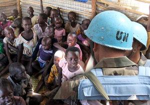 Členové mírových sil OSN byli v Jižním Súdánu obviněni ze znásilňování dětí.