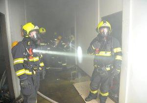 Pražští hasiči opět zasahovali v areálu v Jeseniově ulici, který obývají bezdomovci.