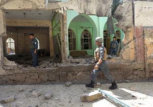 Následky exploze po výbuchu granátu, se kterým si hrály děti v Afghánistánu.