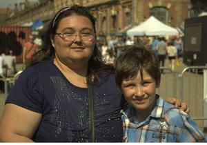 Honzík je desetiletý chlapec, který bydlí s maminkou a malou sestřičkou v Brně. Sama Honzíkova maminka je navíc také nemocná a potřebovala by hospitalizaci, ale nemá komu svěřit děti.