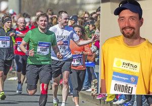 Ačkoliv je nevidomý, zúčastní se Ondřej Zmeškal už třetího pražského maratonu. Z běhání má radost.