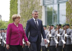 Merkelová se setkala s Pellegrinim. Německá kancléřka očekává, že Slovensko udělá všechno pro to, aby se vyřešila vražda novináře Jána Kuciaka a jeho partnerky.