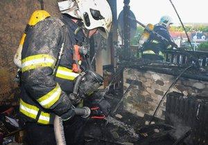 V Kyjích zcela vyhořel byt.