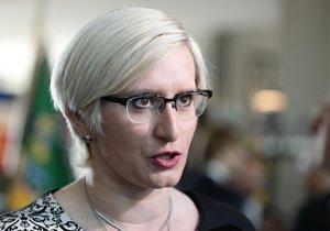 Šlechtová ve Sněmovně potvrdila svou homosexualitu. Po tvrdém útoku na gaye
