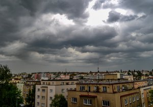 Sucho, déšť, pyl a teplotní rekordy - takové je nyní počasí v Česku.