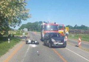 Smrtelná nehoda na Semilsku: Po střetu s autem křísili motorkáře (†37) dlouhé desítky minut
